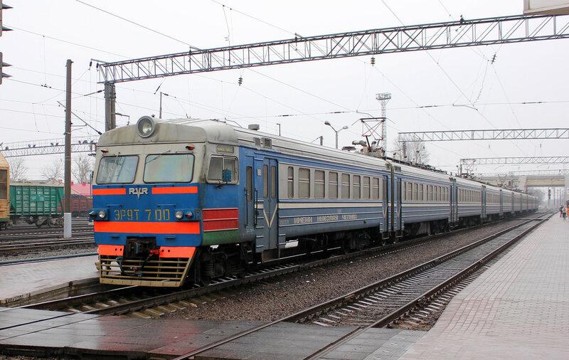 ЭР9Т-700 на станции Молодечно