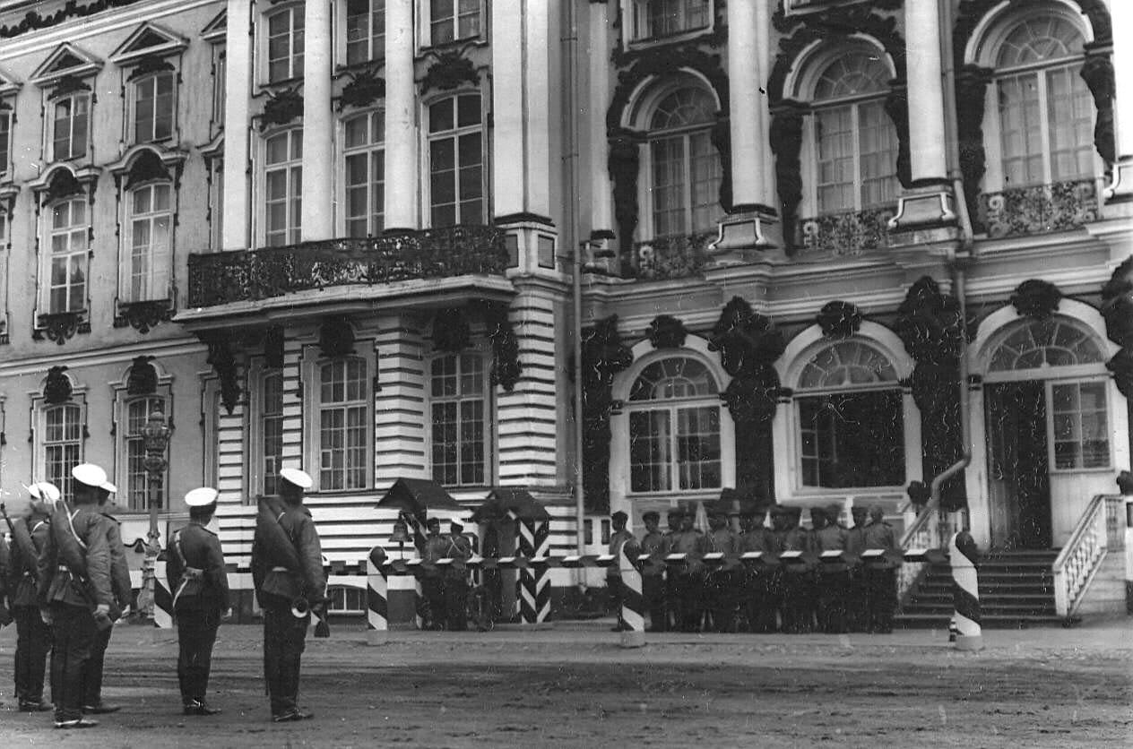 05. Смена караула у Екатерининского дворца во время смотра