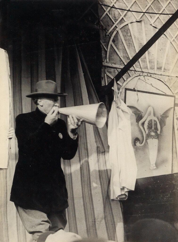1932. Цирковой зазывала на  Данфер-Рошро
