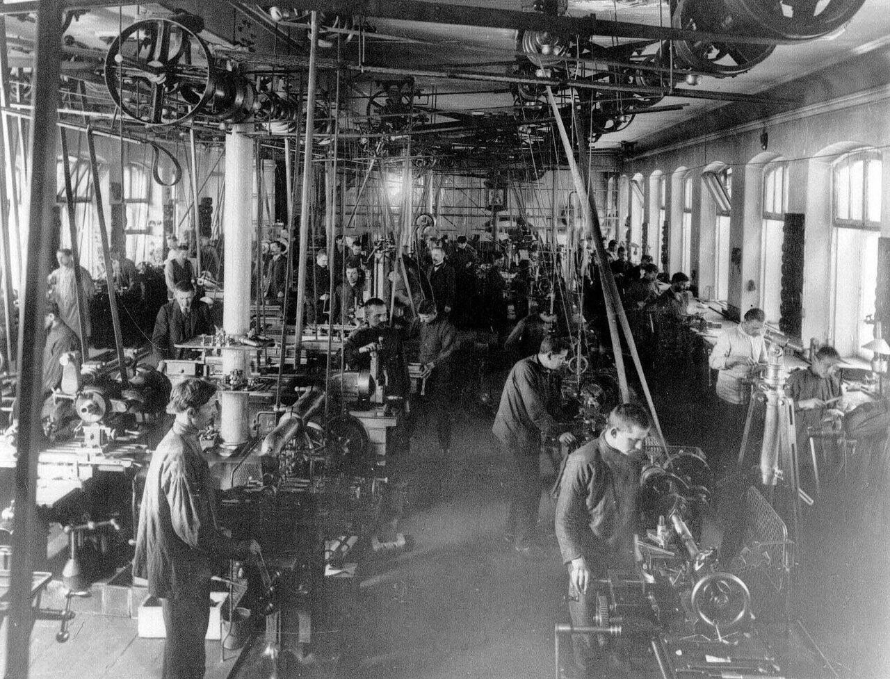 04. Рабочий день в цехе завода