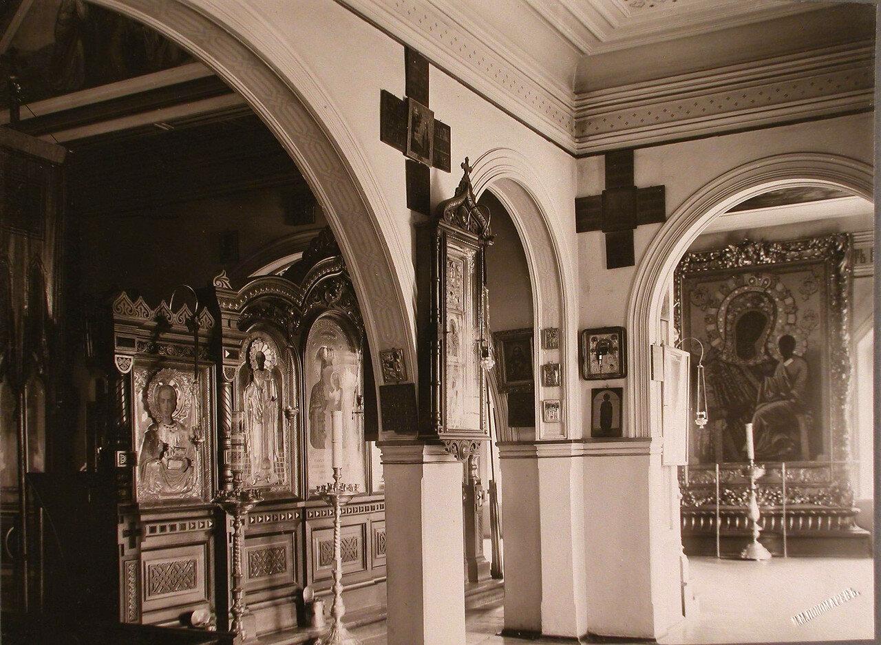 11. Внутренний вид храма Успения Пресвятой Богородицы на Успенском острове