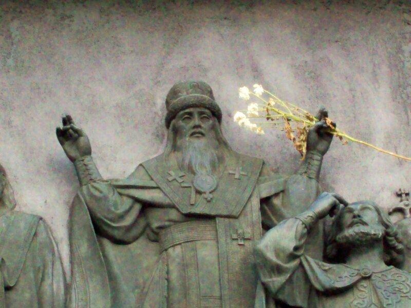 Барельеф на памятнике Владимиру Крестителю