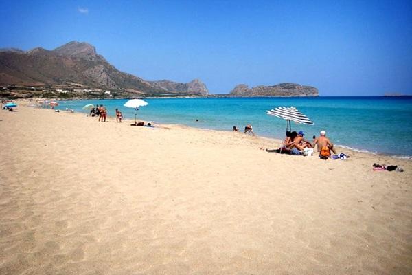 Пять пляжей для тех, кто не успел отдохнуть летом