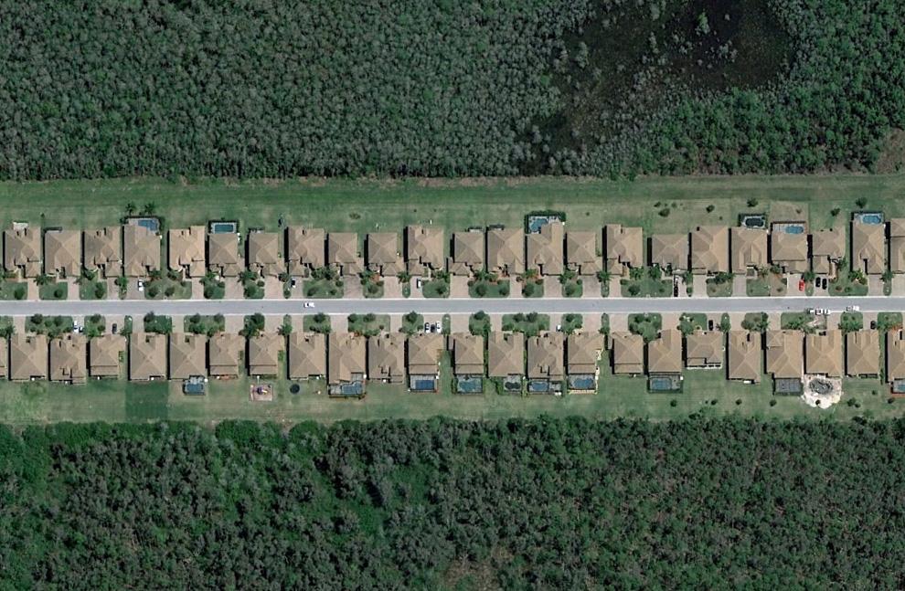 2. Полоса домов в юго-восточной части Форт Майерс. (© Google)