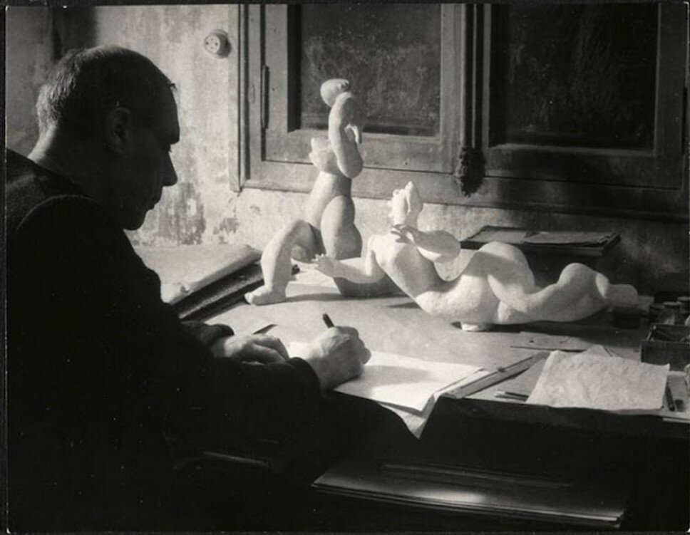 1946. Анри Лоран рисует на Вилле Браун, Париж