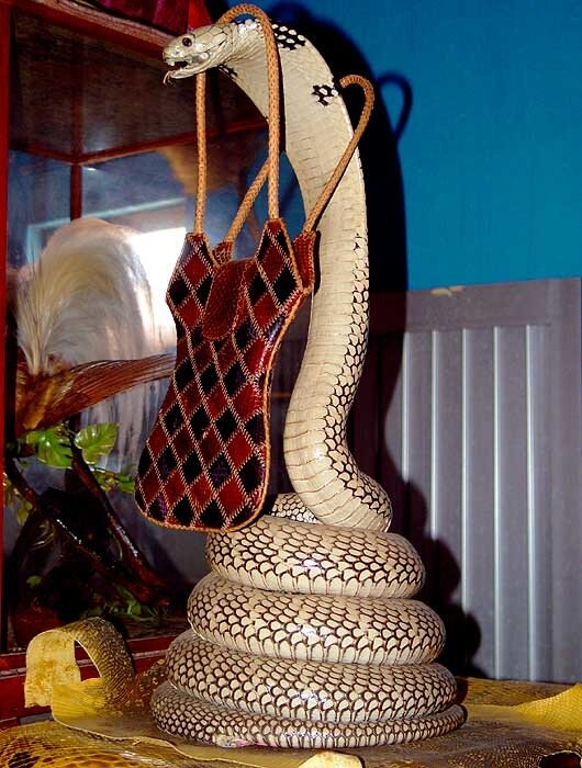 Чучела змей