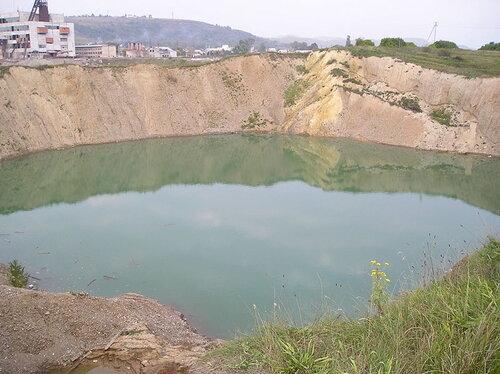 —олотвино. ѕокинута шахта заповнена водою