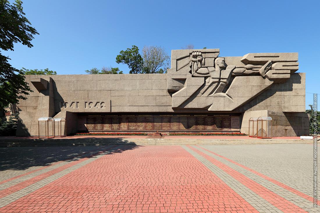 Мемориал героической обороны Севастополя 1941-1942 гг, Вечный огонь
