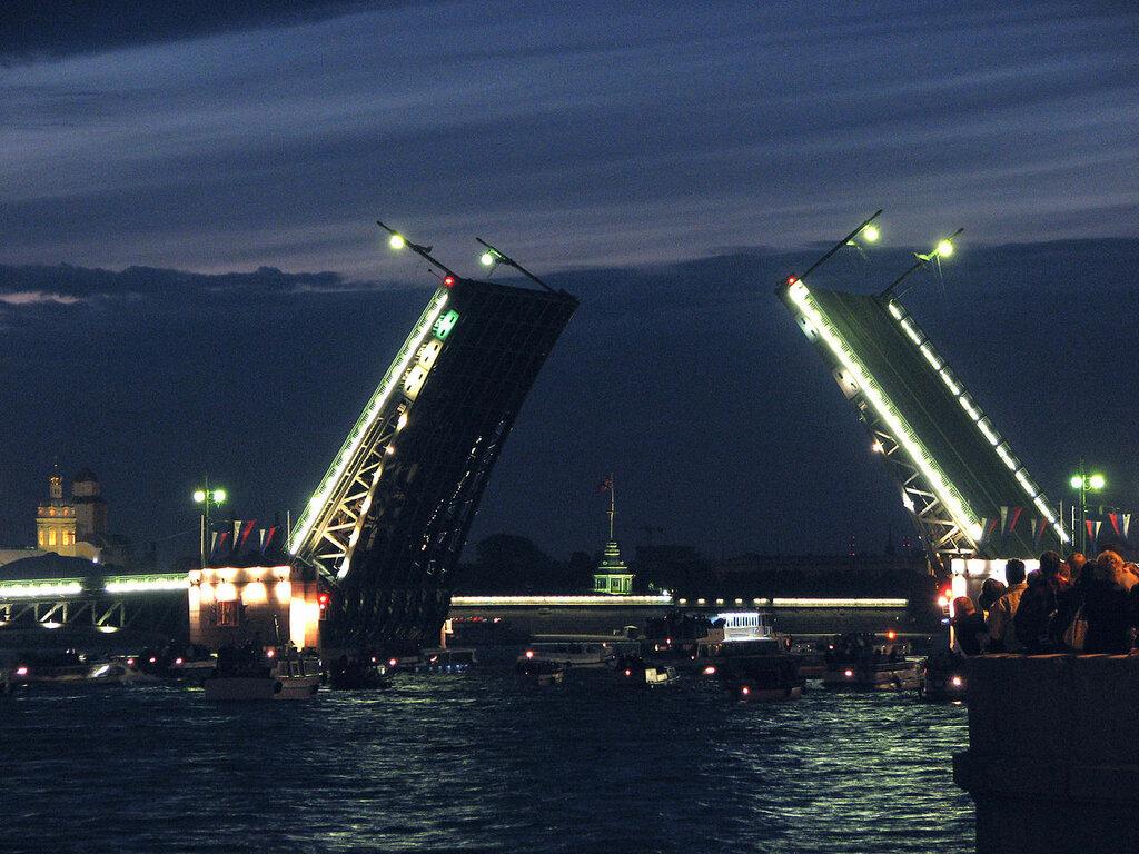 1280px-Dvortsoviy_bridge_04.JPG
