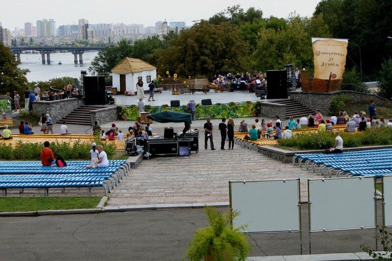 Сцена и зрительный зал Певческого поля