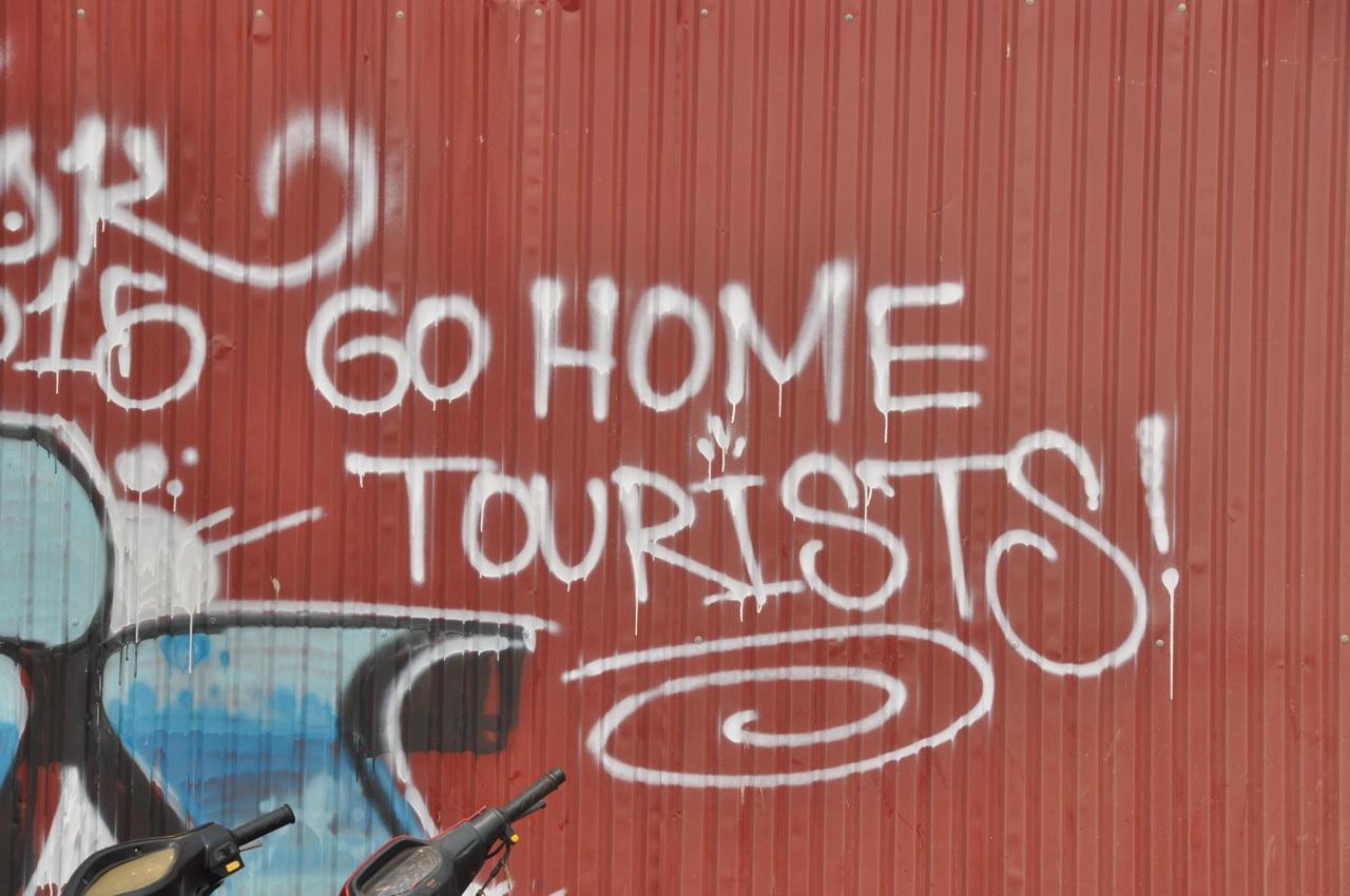 На заборе тоже написано...
