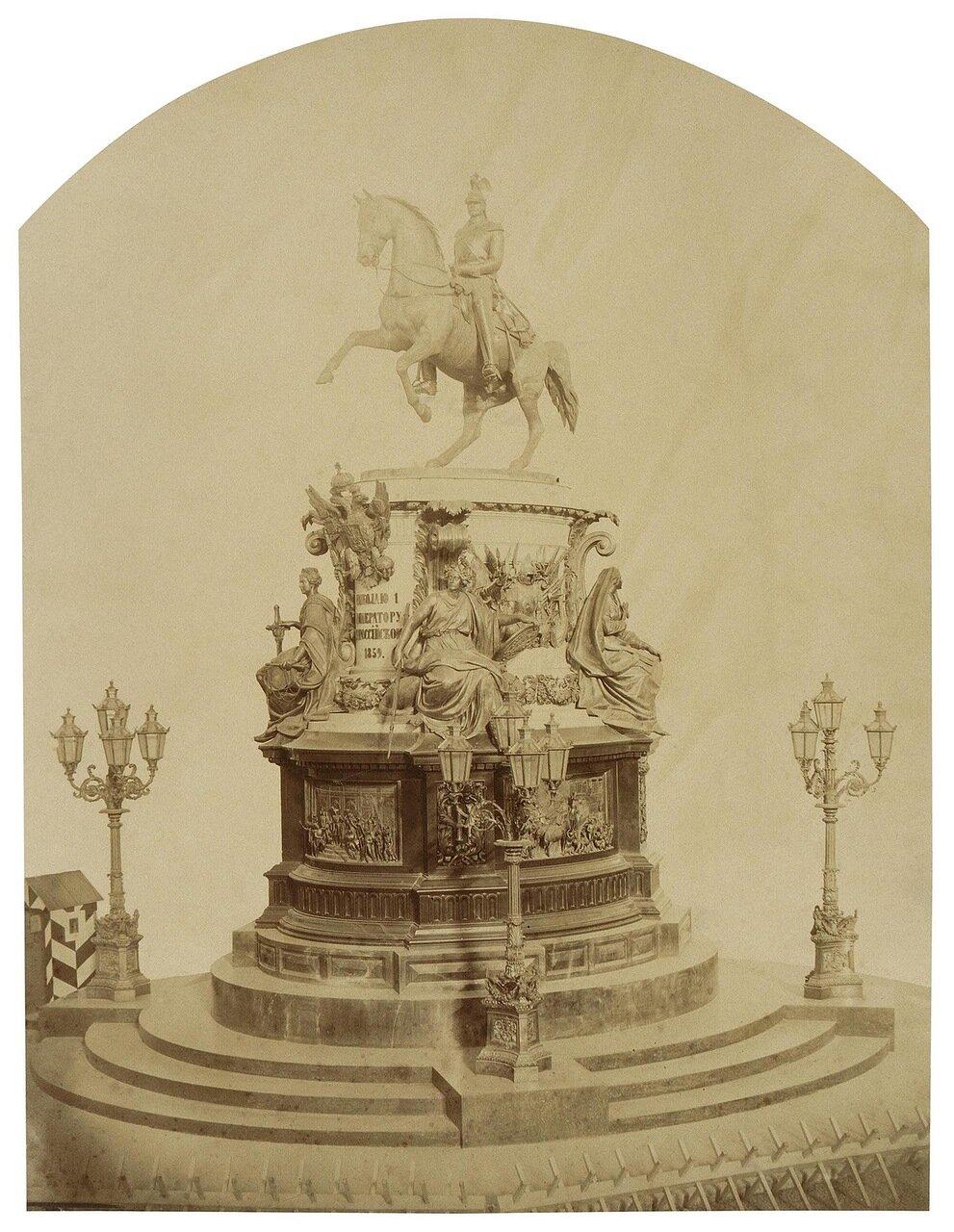 Вид памятника Николаю I накануне открытия. 1859