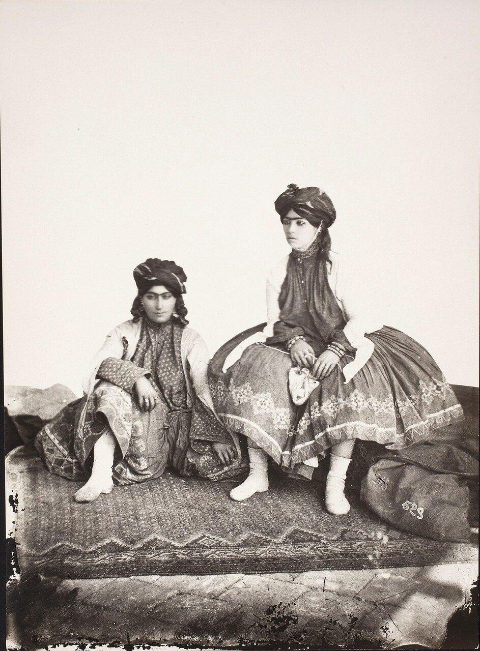 Две курдянки