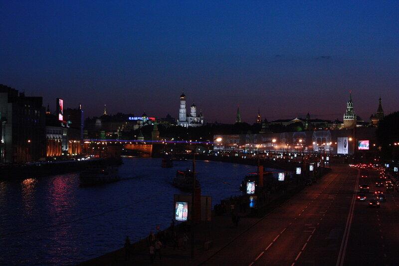 9 мая Устьинский мост - салюта над Кремлём нет второй год((