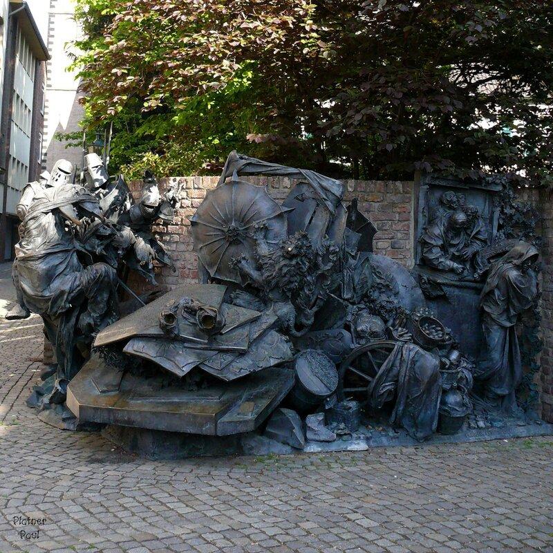 Монумент Независимости в Дюссельдорфе