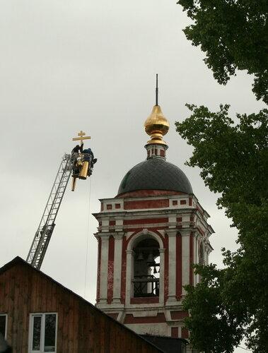 Подъём креста на церкви Николы в Подкопаях