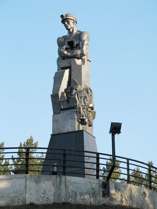 Памятник эрнста неизвестного в кемерово хованское кладбище памятники цены
