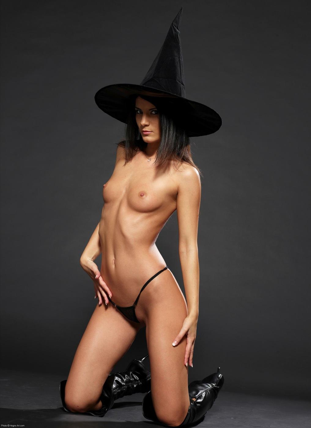 Фото голая ведьма 23 фотография