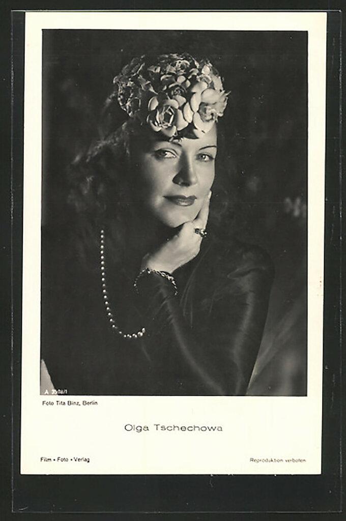AK-Schauspielerin-Olga-Tschechowa-mit-Blumengesteck-im-Haar-posierend.jpg