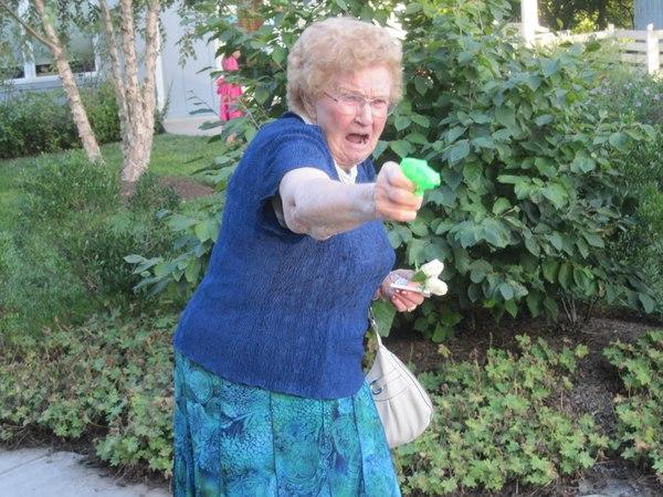 Бабушка с пистолетом