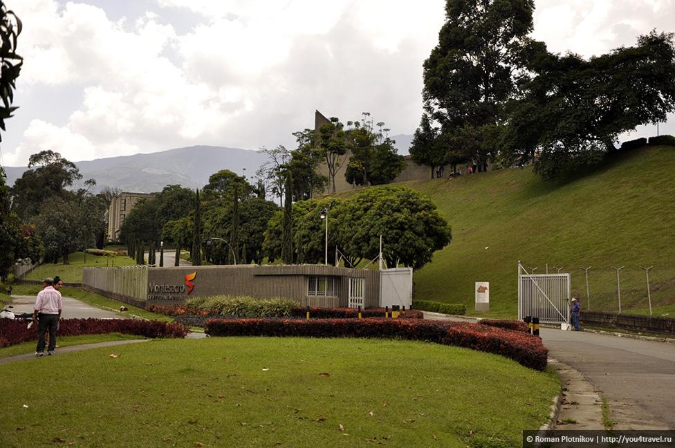 0 14e9ee e7392db orig День 171. Кладбище, где похоронен колумбийский наркобарон Пабло Эскобар, и его дом в Медельине