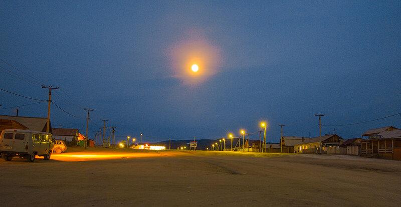 Луна над Хужиром
