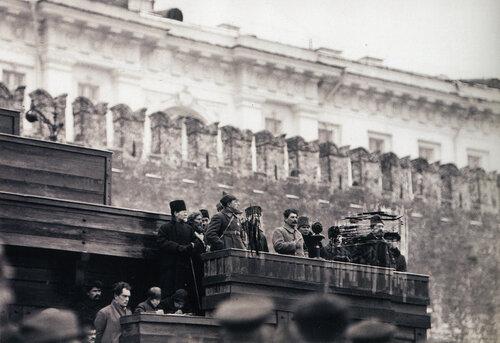 И.В. Сталин выступает на похоронах М.В. Фрунзе; Москва. 3 ноября 1925 г..