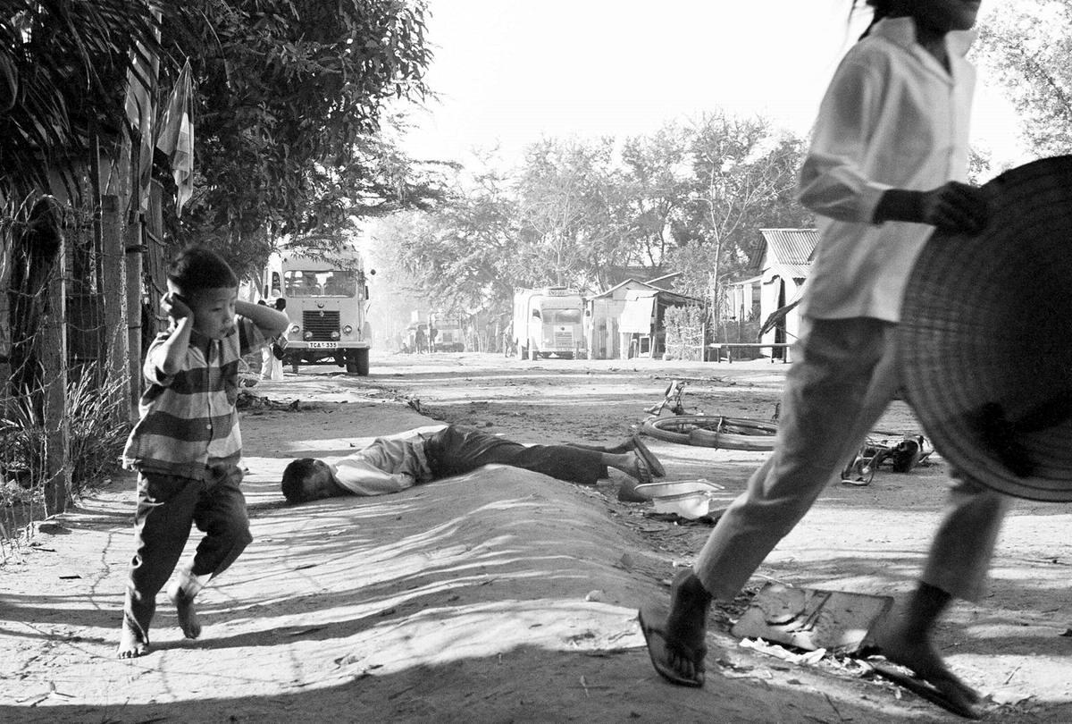 Хаос и паника от выстрелов и взрывов на одной из улиц города Дананг (31 января 1968 год)
