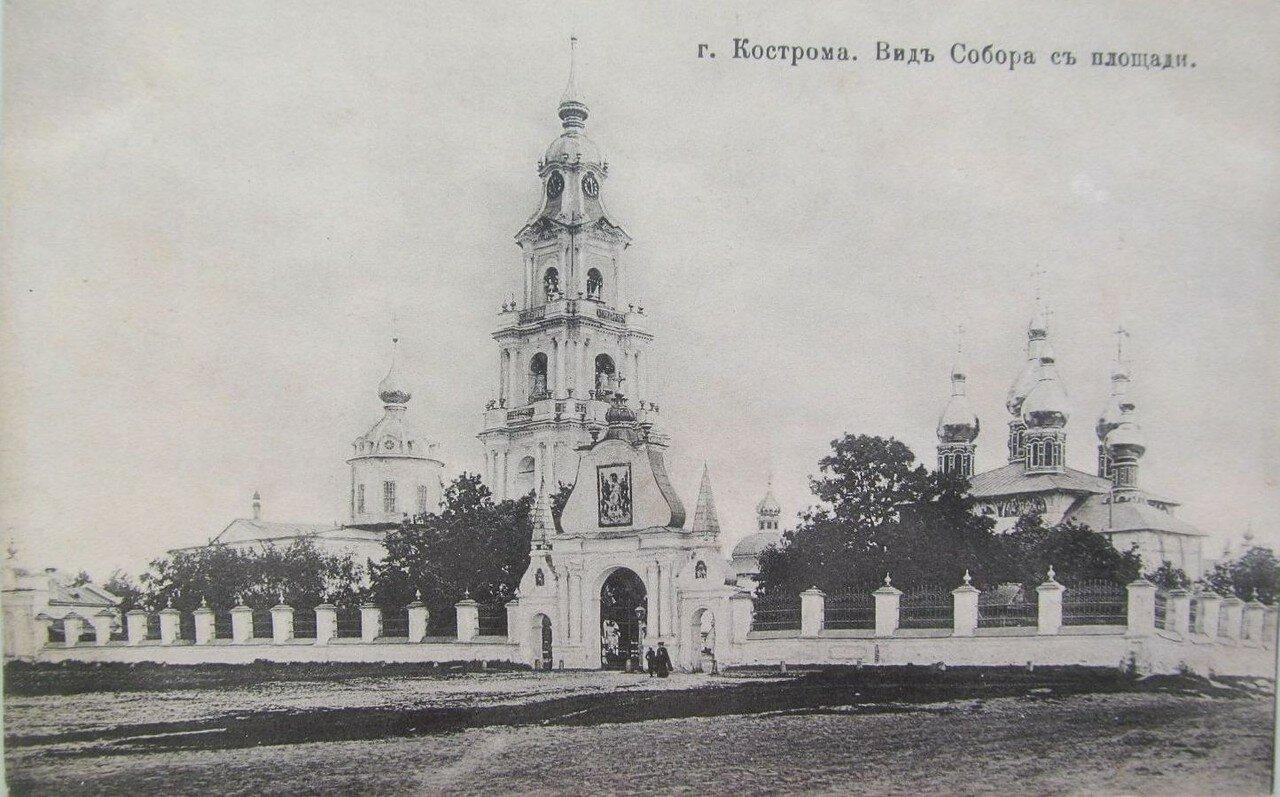 Вид собора с площади