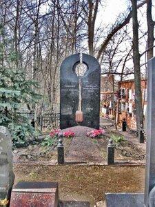 Могила Героя Советского Союза лётчика-испытателя Грищенко Анатолия Демьяновича