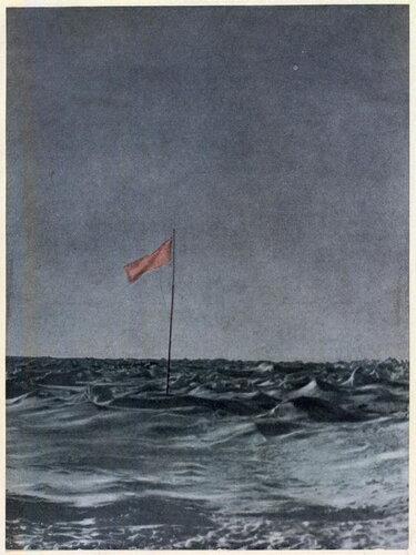 Советский флаг на месте лагеря Шмидта