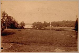 Вид на усадебный дом со стороны Острова с палаткой.