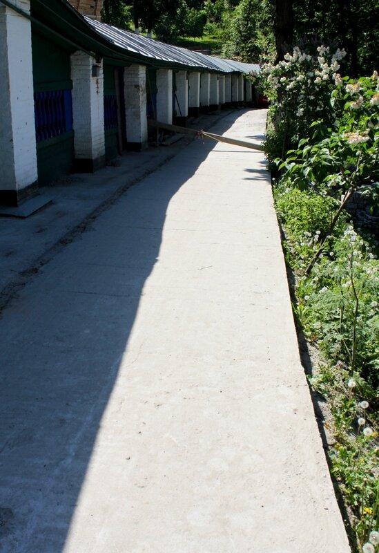 Ремонт дорожки вдоль крытой галереи