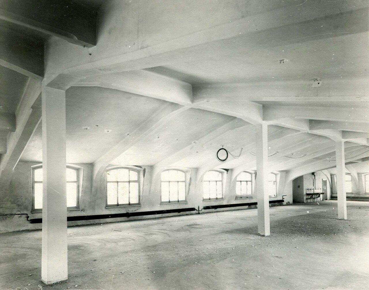 08. Образец железо-бетонной конструкции чердачного помещения