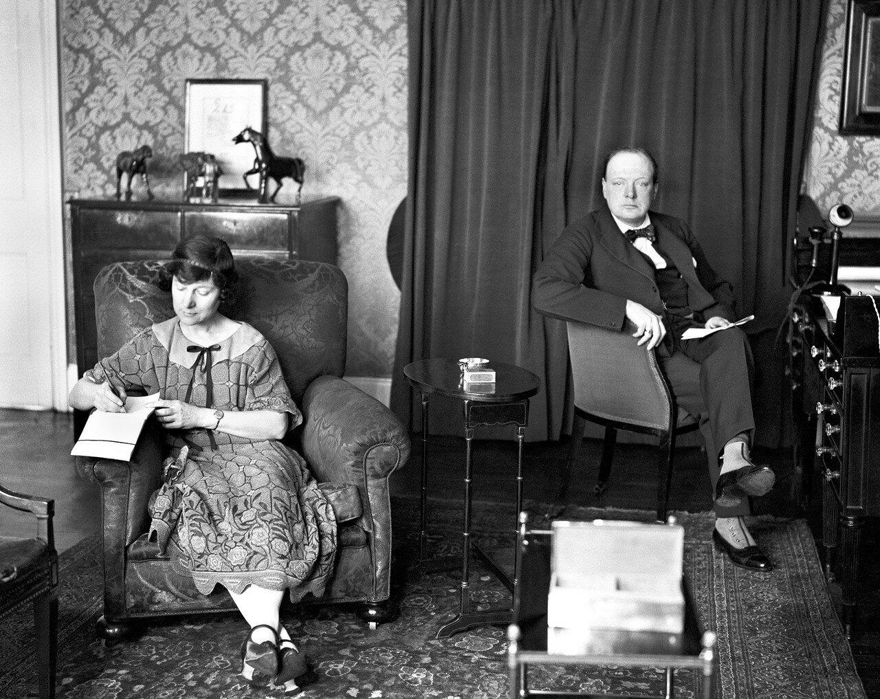 1923. Черчилль в своем доме в Сассекс-сквер, Лондон