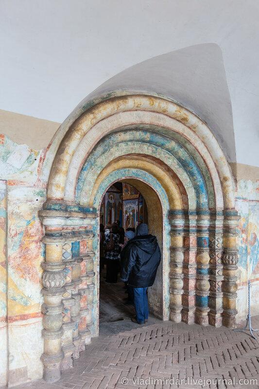 Западный портал надвратной церкви Иоанна Богослова. Ростовский кремль.