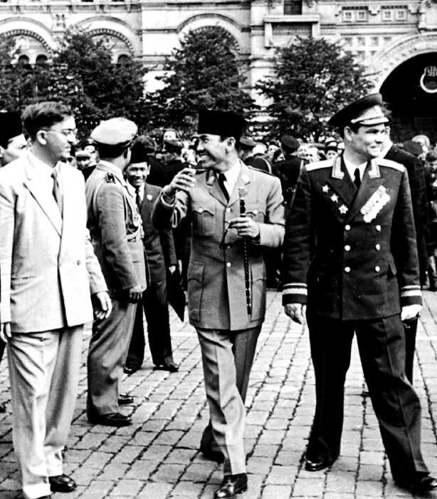 Ю.А.Шолмов и Сукарно