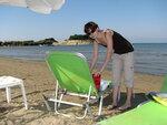 Корфу.  Сидари.  Пляж.  Лежаки  и  зонтики  за  несколько  евро