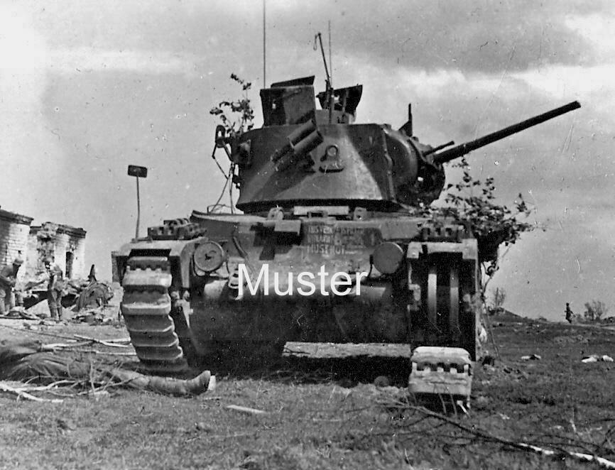 """Подбитый пехотный танк Mk.II (A12) """"Matilda II"""". Центральный фронт, 1942 год."""