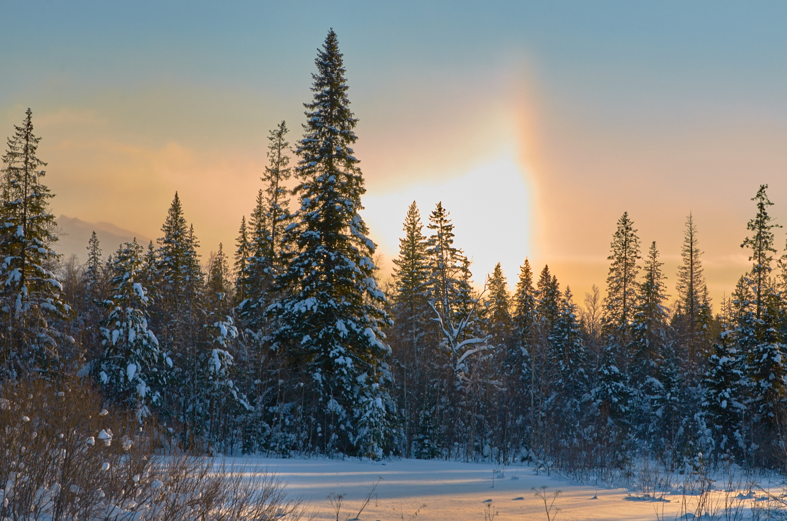Зимняя радуга полыхает
