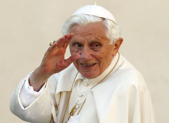 Бенедикт XVI покидает Святой Престол и уходит в монастырь