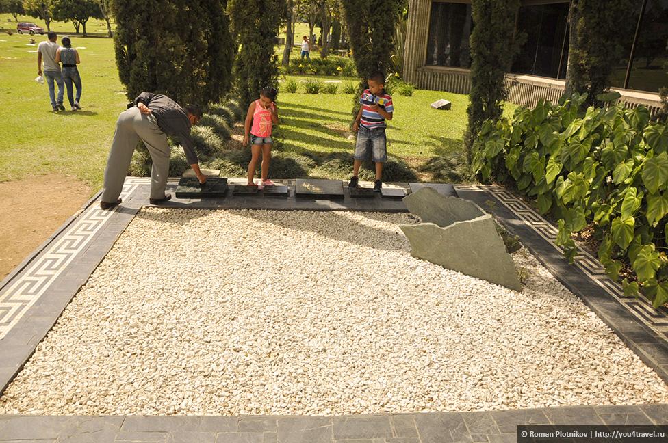 0 14e9b2 fdc9e19f orig День 171. Кладбище, где похоронен колумбийский наркобарон Пабло Эскобар, и его дом в Медельине