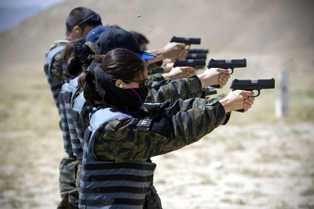 Афганские женщины из спецподразделений МВД Афганистана: картинки из жизни (22)
