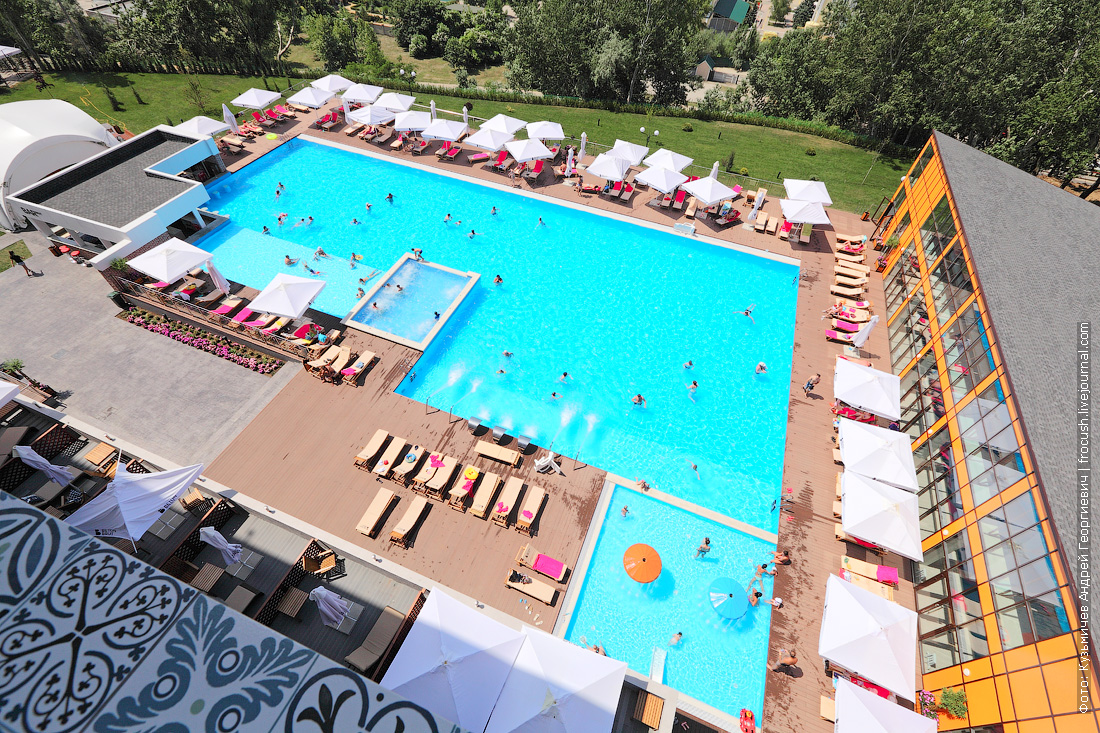 отель Beton Brut открытый бассейн
