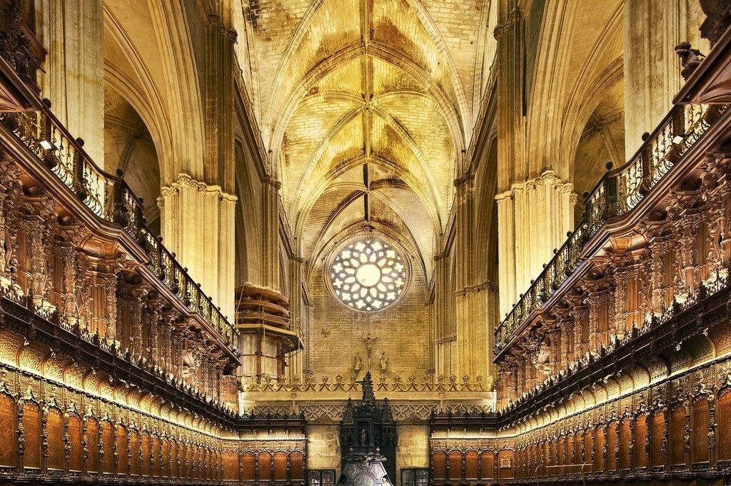 la_catedral_de_sevilla_2000x1330.jpg