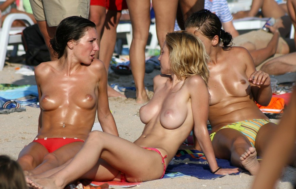 Amateur Candid Topless At The Beach 1