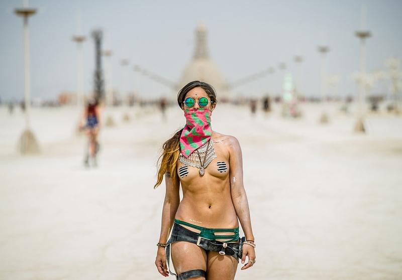 Девушки Burning Man 2016