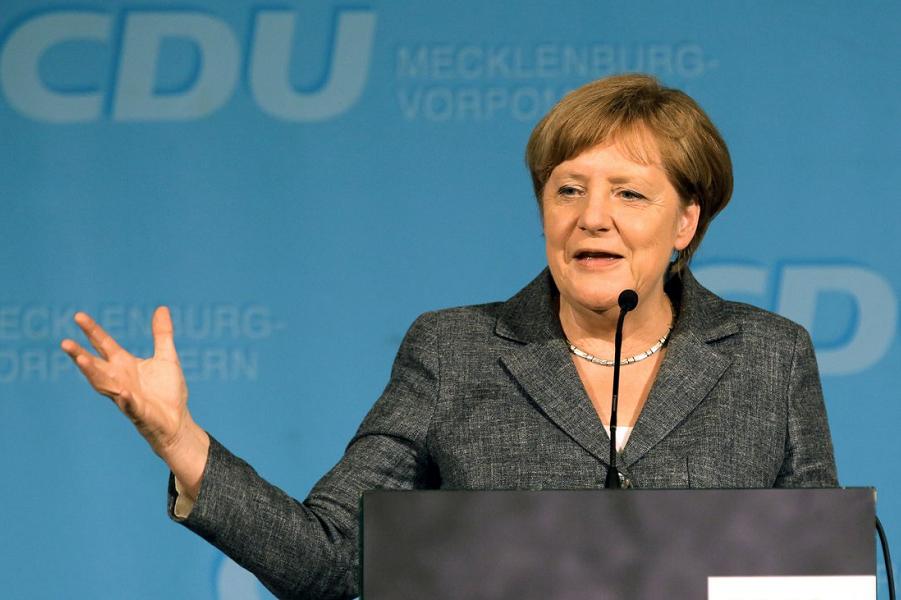 Ангела Меркель на региональном съезде ХДС в Мекленбург-Передней Померании 3.06.16.png
