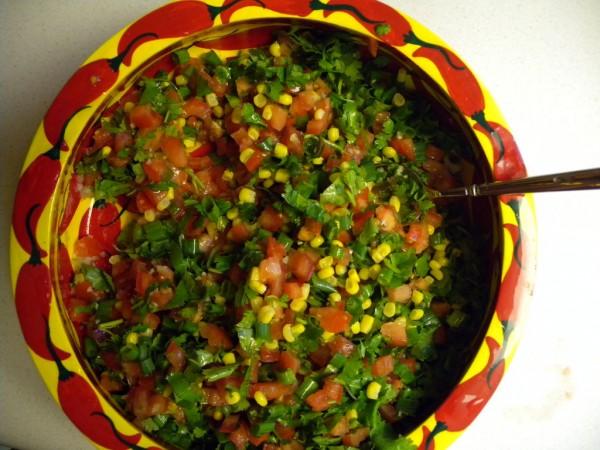 Ингредиенты:  — 5-8 помидор (желательно мелкие и твердые); — небольшой пучок кориандра (м