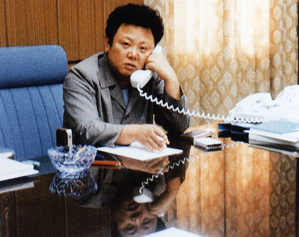 5. Ким Чен Ир в своем кабинете. (AFP/Getty Images)